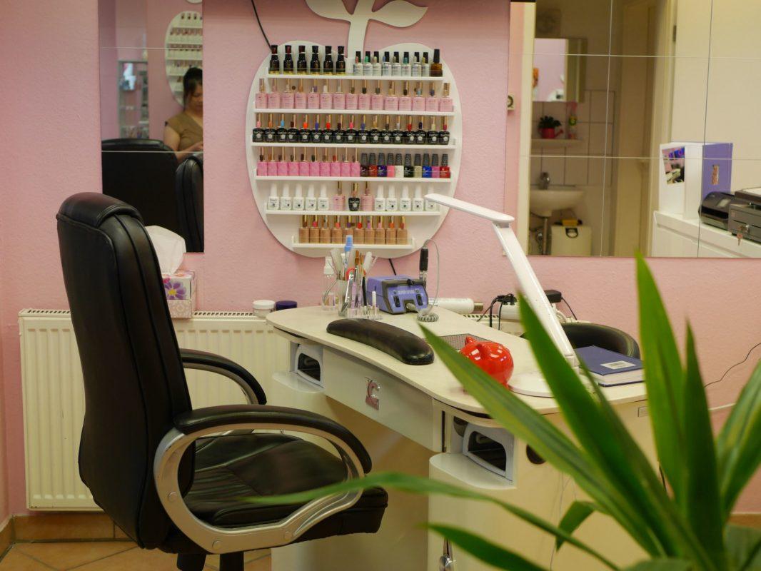 Nagelstudio Beautynails in Göppingen Innen Arbeitstisch Innensicht